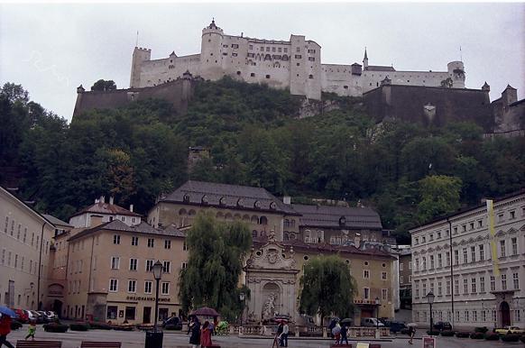El gran Castillo de Hohensalzburg, en Salzburgo