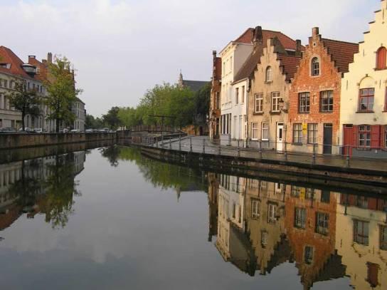 Casas en los canales de Brujas