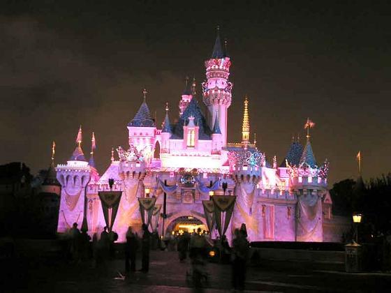 castillo-de-disneyland-paris-de-noche