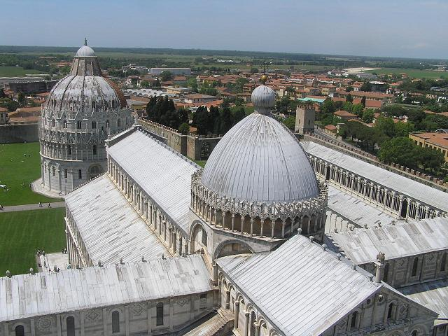 Duomo y Pisa de fondo