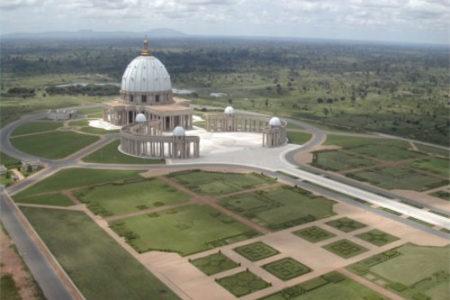 Basílica de Nuestra Señora de la Paz, la iglesia mas grande del mundo