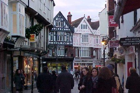 Canterbury, histórico feudo de la Iglesia anglicana