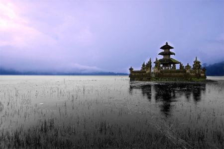 Serenidad en el Templo Pura Ulu Danau, en Bali