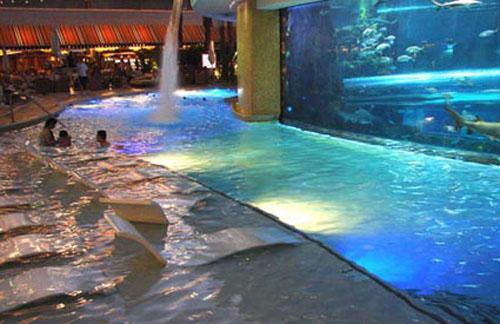 Las mejores piscinas de hotel del mundo for Follando en la piscina del hotel