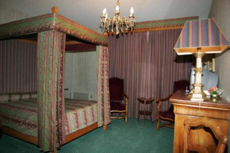 Hotel Los Tres Mosqueteros, romanticismo francés