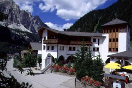 Hotel Posta Zirm y la magia de los Dolomitas