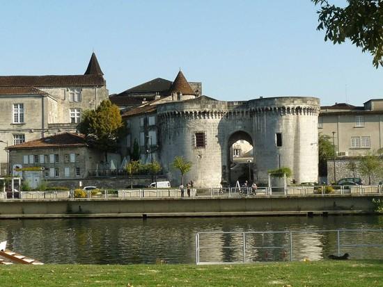 puerta-de-saint-jacques en Cognac
