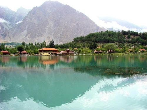 ¿Qué país no visitarías nunca? - Página 2 Lago-kachura-skardu