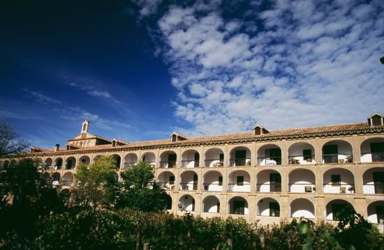 hotel-monasterio-de-piedra