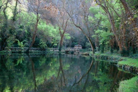 lago-del-espejo en el Monasterio de Piedra