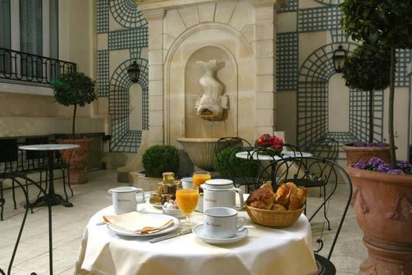 Hotel Rochester Paris Elysees