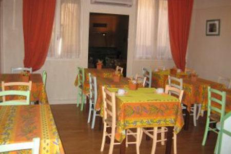 Hotel Carlyna, un 2 estrellas en Niza