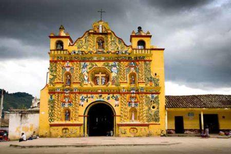 San Andres Xecul, la iglesia technicolor