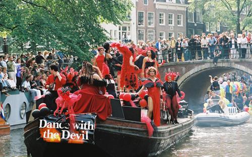orgullo-gay-amsterdam-1