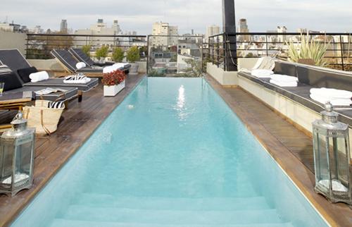 Piscina del hotel Ultra en Buenos Aires