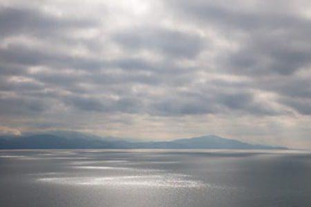 El Lago Qarilich, glaciares y montañas en Armenia