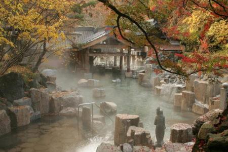 Descansar en un onsen, un placer japonés