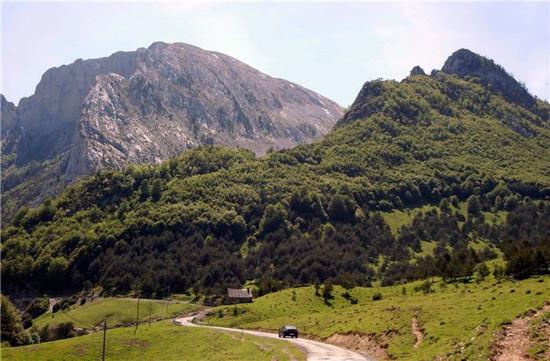 Parque natural de los valles occidentales escapada al - Casas en el valles occidental ...