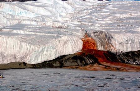 Blood Falls, un reguero rojo en la blanca Antártida
