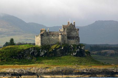 Visita al Castillo Duart, sobre la costa de Escocia