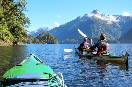 pasear-en-kayak-por-fiordland