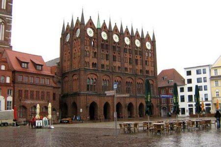 Stralsund, la dama del ladrillo rojo en Alemania