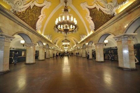 El Metro de Moscú, lujo y belleza bajo la ciudad