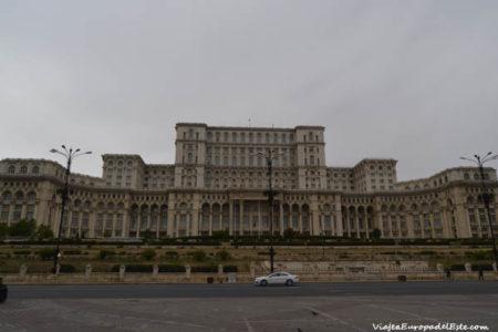 El monumental Palacio del Parlamento, en Bucarest