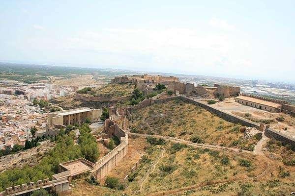 Vista de Sagunto y su castillo