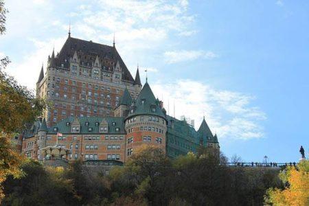 Chateau Frontenac, histórico hotel sobre el cielo de Quebec
