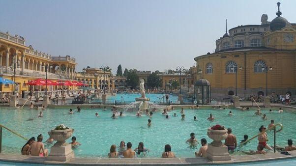 Baños de Szchenyi en Hungría